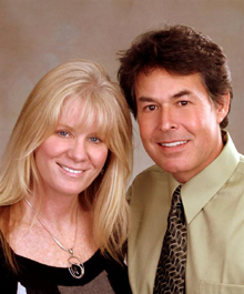 Portrait of Laura & Kim Seiler