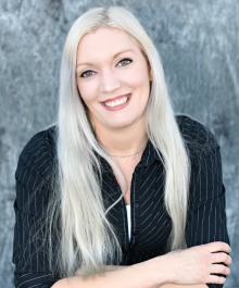 Portrait of Holly Loeffelholz