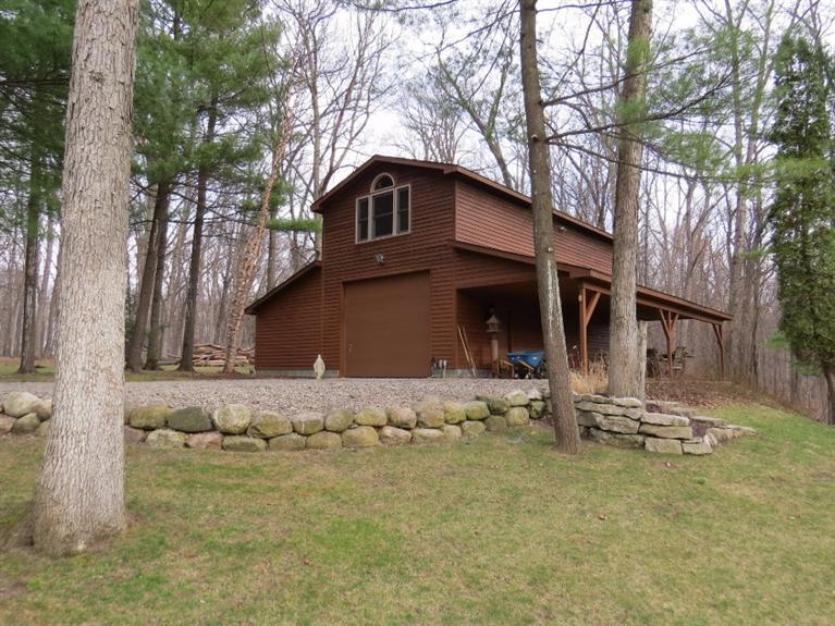 9662 Cross Creek Drive South Lyon, MI 48178 by Real Estate One $1,075,000