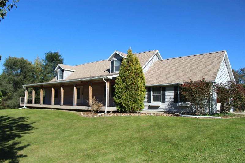 7385 Park Lake Dexter, MI 48130 by Real Estate One $2,300