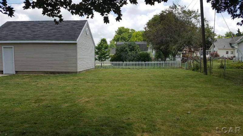 206 Cherry Blissfield, MI 49228 by Real Estate 4u $129,900