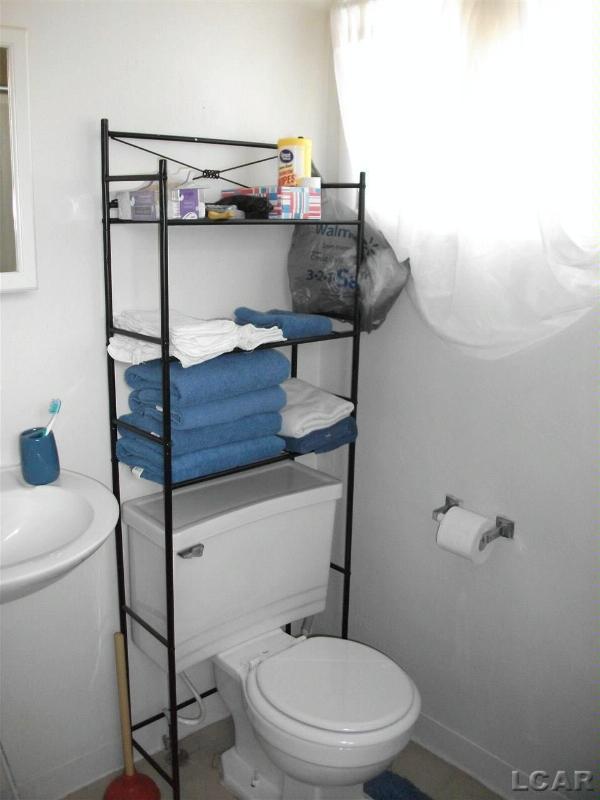135 N McKenzie Adrian, MI 49221 by Foundation Realty, Llc $105,000