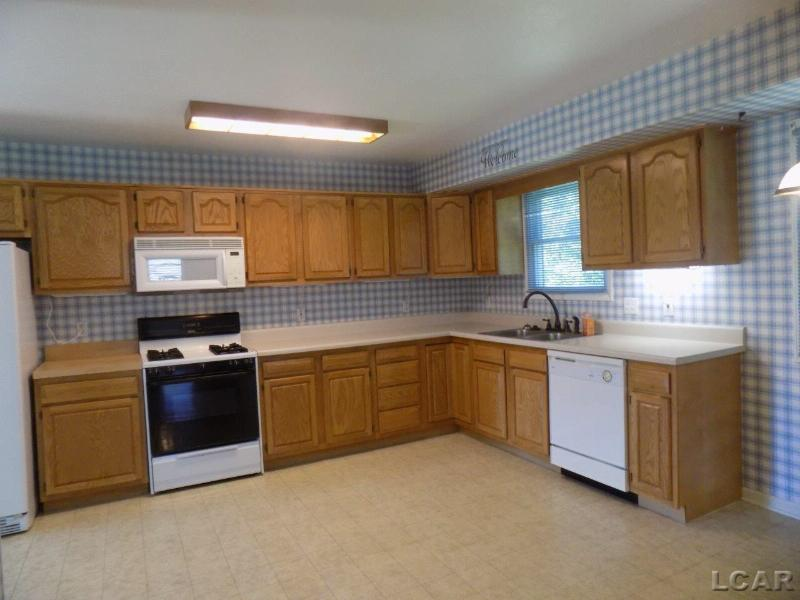3324 W Circle Adrian, MI 49221 by Xsell Realty $162,900