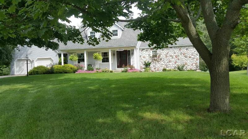 1514 Brookfield Court Adrian, MI 49221 by Howard Hanna Real Estate Services-Tecumseh $255,000