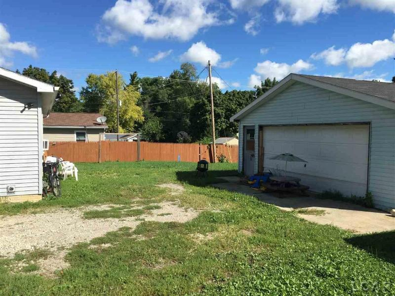 805 Dennis Adrian, MI 49221 by Xsell Realty $79,900