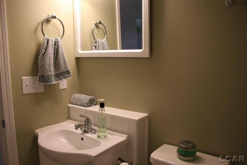 542 Ridge Lane Tecumseh, MI 49286 by Howard Hanna Real Estate Services-Tecumseh $189,500