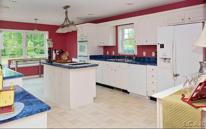 4450 Bent Oak Hwy Adrian, MI 49221 by Re/Max Main Street Realty $319,900
