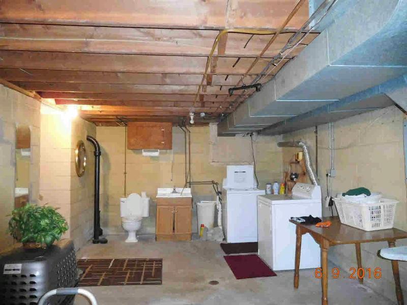 651 BORGESS Monroe, MI 48162 by Gerweck Real Estate $139,900