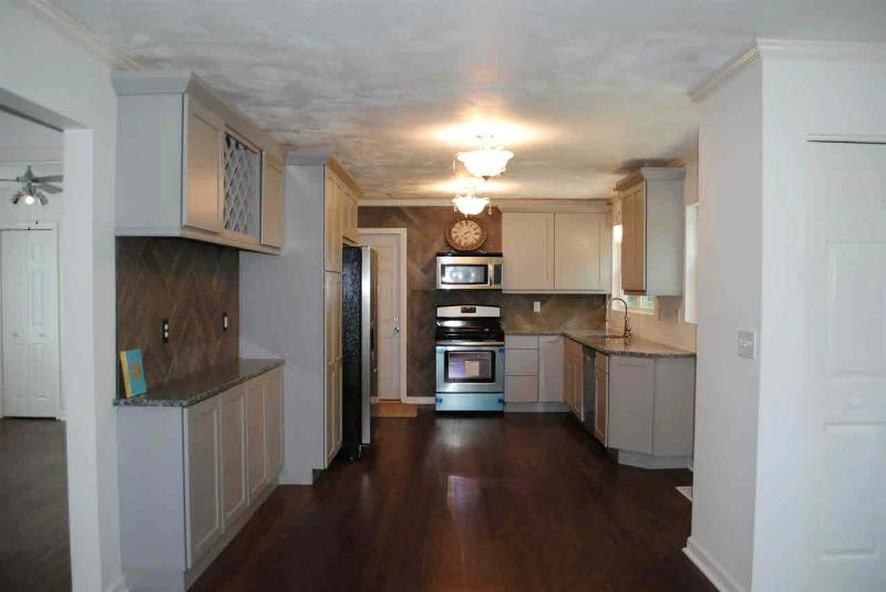 414 OAKWOOD Monroe, MI 48162 by Coldwell Banker Haynes R.e. $149,900