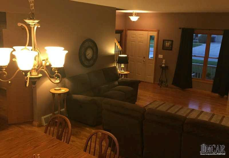 457 COUNTRY DR Monroe, MI 48162 by Coldwell Banker Haynes R.e. $237,900