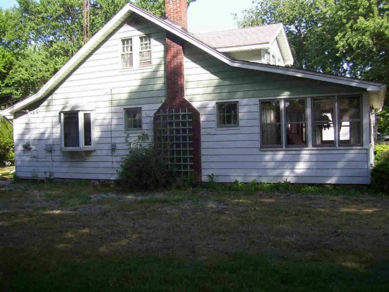 3270 CLOVERDALE Monroe, MI 48162 by Coldwell Banker Haynes R.e. $54,900