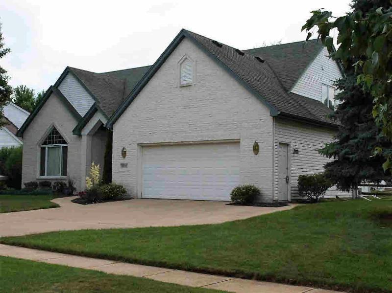 8301 WATERFORD Lambertville, MI 48144 by Ilink Real Estate Co. $265,500