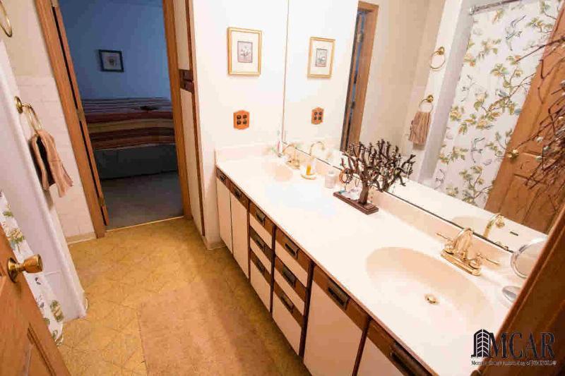 6247 FLANDERS Ottawa Lake, MI 49267 by Re/Max Preferred Associates $229,900