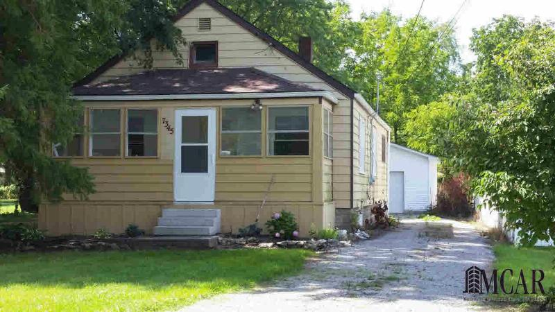 7345 MAPLEWOOD DR Temperance, MI 48182 by Re/Max Central Group $99,900