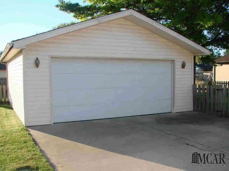 610 TOLL ST Monroe, MI 48162 by Coldwell Banker Haynes R.e. $127,900