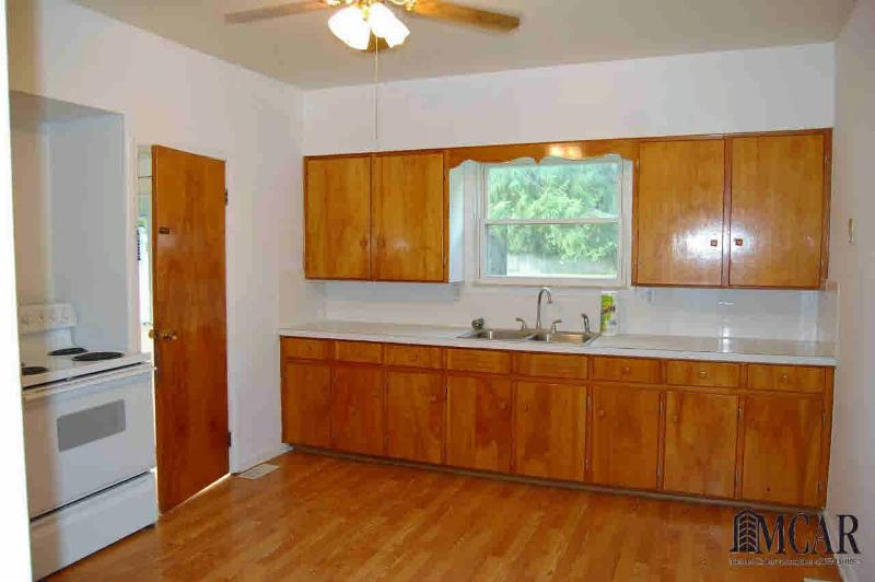 233 E CENTER ST Petersburg, MI 49270 by Key Realty One $94,900