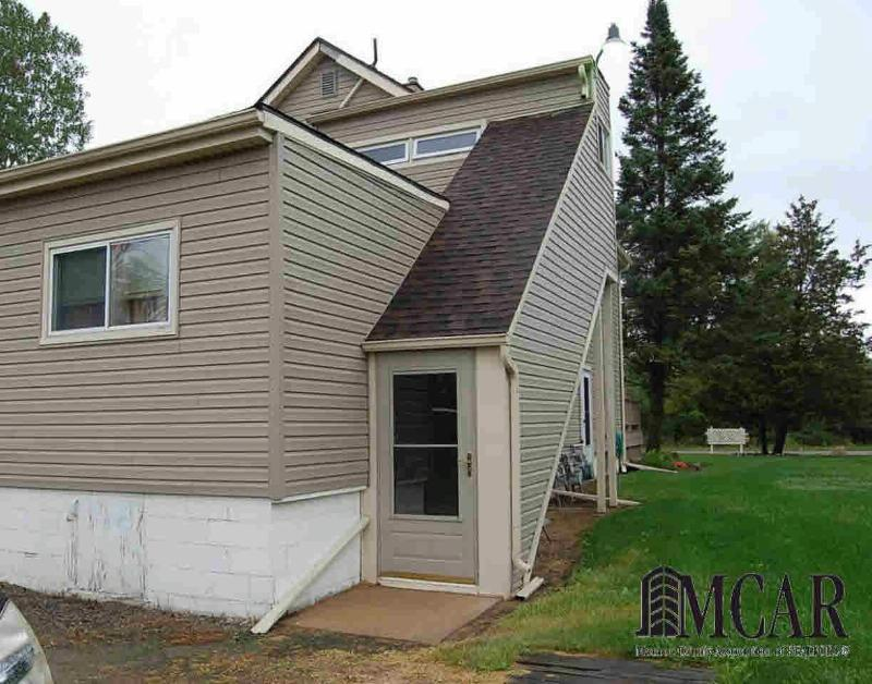 3994 WILL CARLETON DR Flat Rock, MI 48134 by Re/Max Masters, Inc. $234,800
