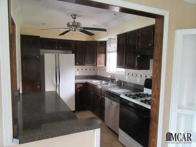 6280 SECOR RD Lambertville, MI 48144 by Gerweck Real Estate $173,000
