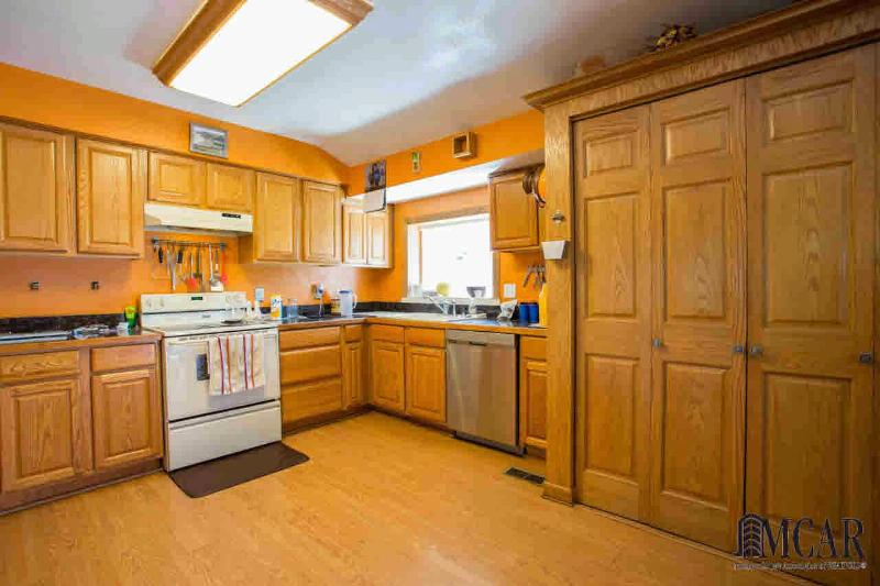 8893 WHITEWOOD DR Temperance, MI 48182 by Preferred Associates $119,900