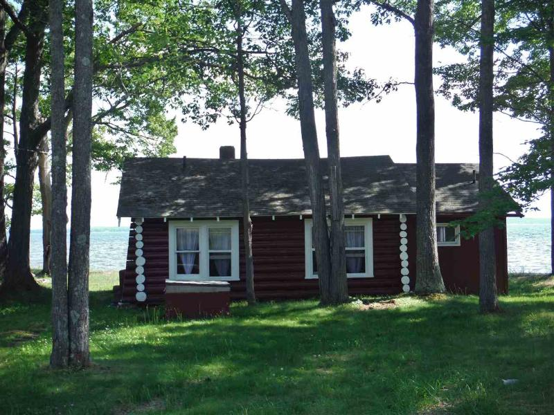 7007 E Houghton Lake Dr Houghton Lake, MI 48629 by HOMEWATERS, LLC $149,900