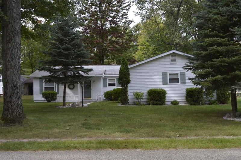 405 Chippewa Tr,  Houghton Lake, MI 48629 by Century 21 Northland Houghton Lake $114,900