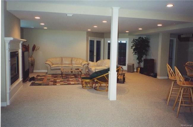 5044 LAKESHORE Road Fort Gratiot, MI 48059 by Joann Wine & Associates Inc $1,250,000