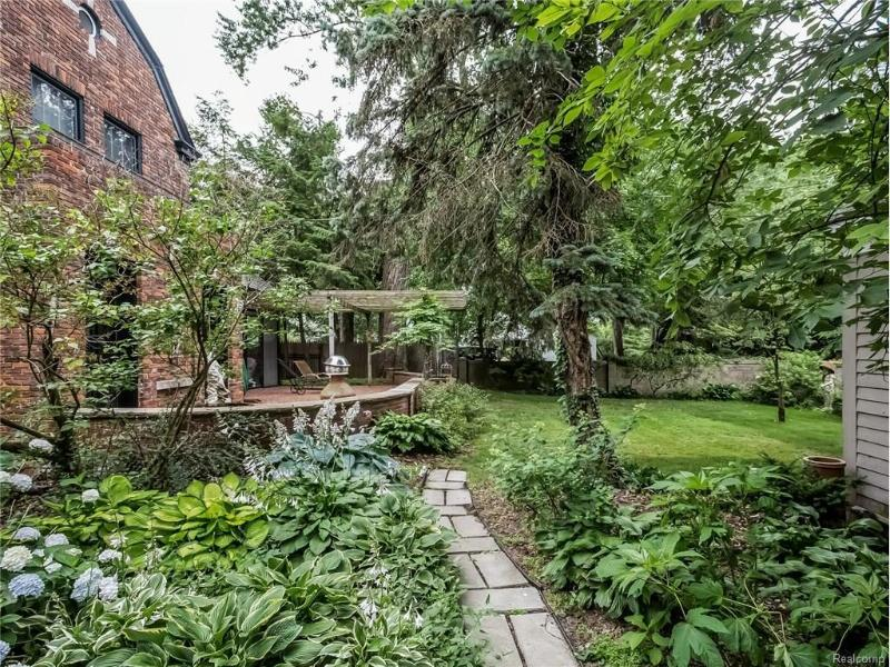 27 BEVERLY Road Grosse Pointe Farms, MI 48236 by Coldwell Banker Weir Manuel-Gpf $849,000