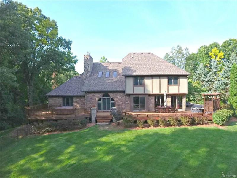 10569 HICKORY KNOLL Court Brighton, MI 48114 by Re/Max Classic $589,000