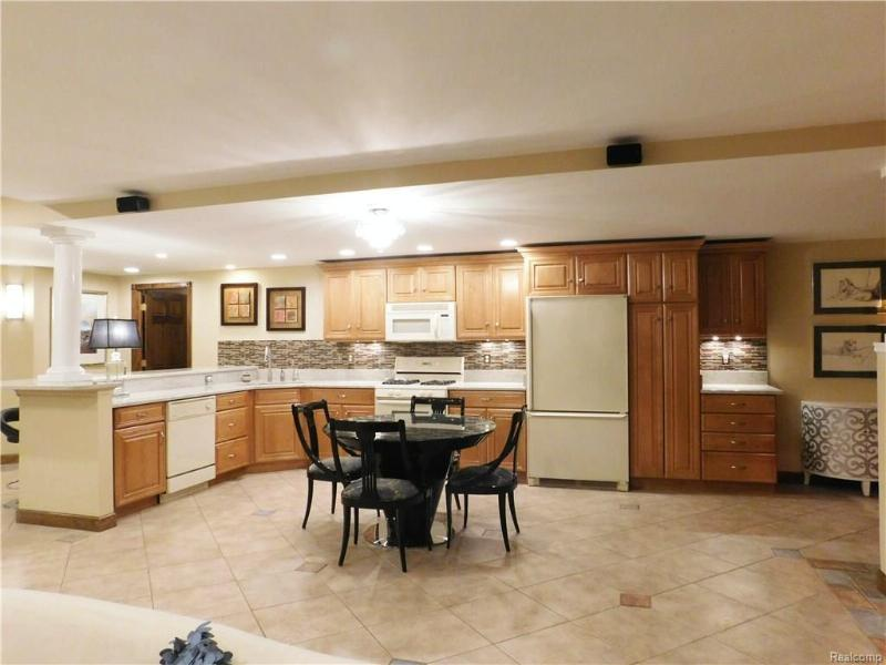 10569 HICKORY KNOLL Court Brighton, MI 48114 by Re/Max Classic $600,000