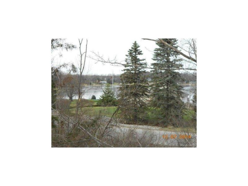 7069  Driftwood,  Fenton, MI 48430 by Non-Member Realtors $59,800