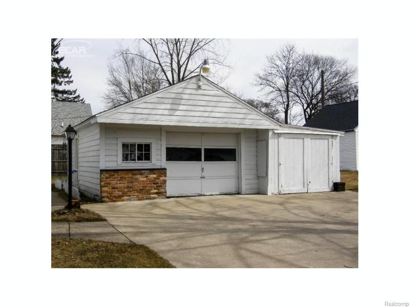 423 W Belle Avenue Saint Charles, MI 48655 by Remax Tri County $66,900