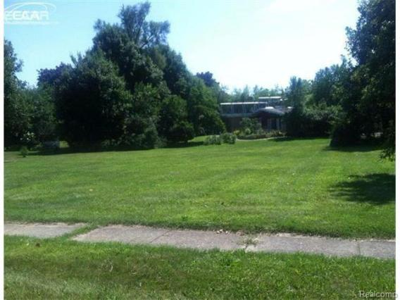 1200  Clearview Dr,  Flushing, MI 48433 by Remax Town & Country $12,500