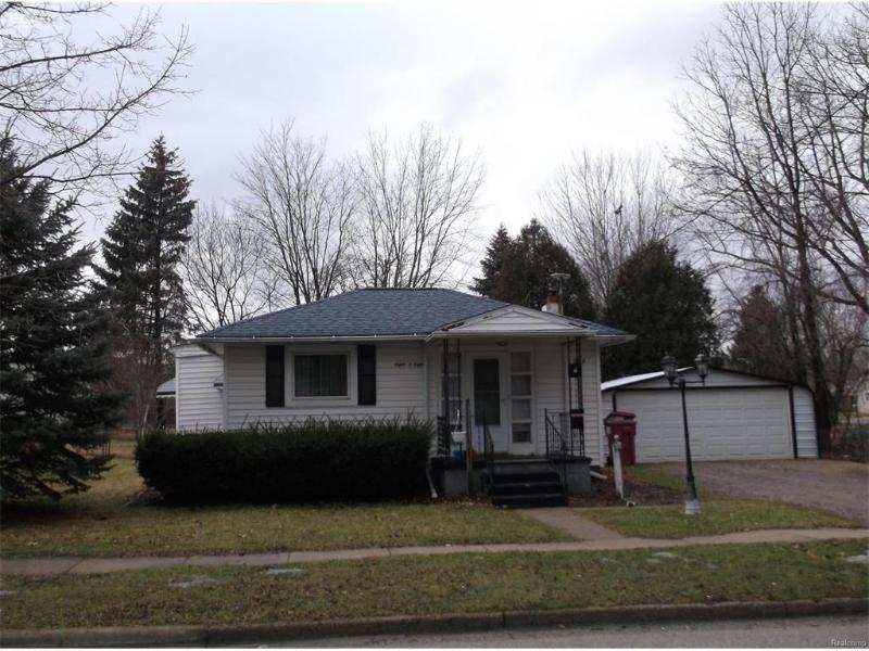 808  Broadway,  Owosso, MI 48867 by Burrell Real Estate $39,900