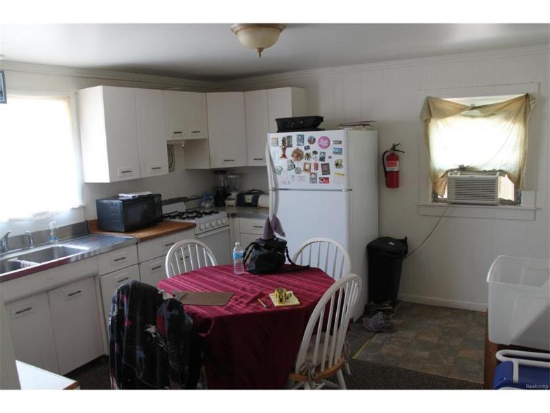 67  Bentley St,  Lapeer, MI 48446 by First Americorp $119,000
