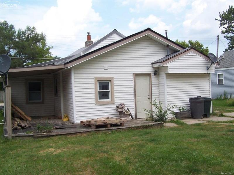 3277  Whitney Ave,  Flint, MI 48532 by Burrell Real Estate Inc. $24,900