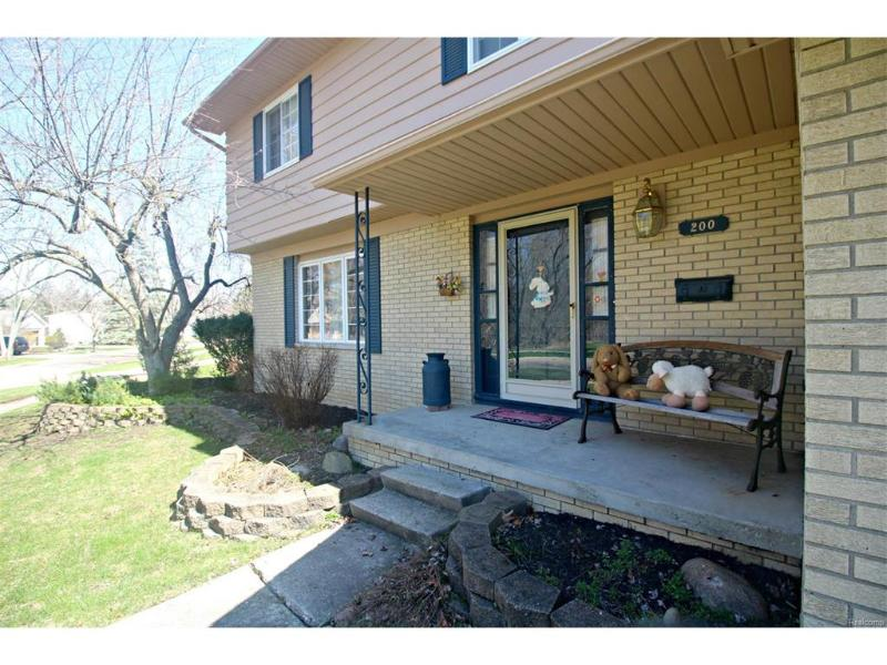 200  Dutch Mill Dr,  Flushing, MI 48433 by Lucy Ham Group Inc $150,900