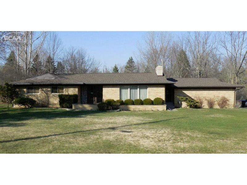 1498  Country View Ln,  Flint, MI 48532 by Keller Williams Realty $158,926
