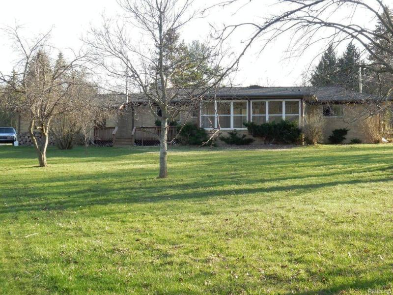 1498  Country View Ln Flint, MI 48532 by Keller Williams Realty $158,926