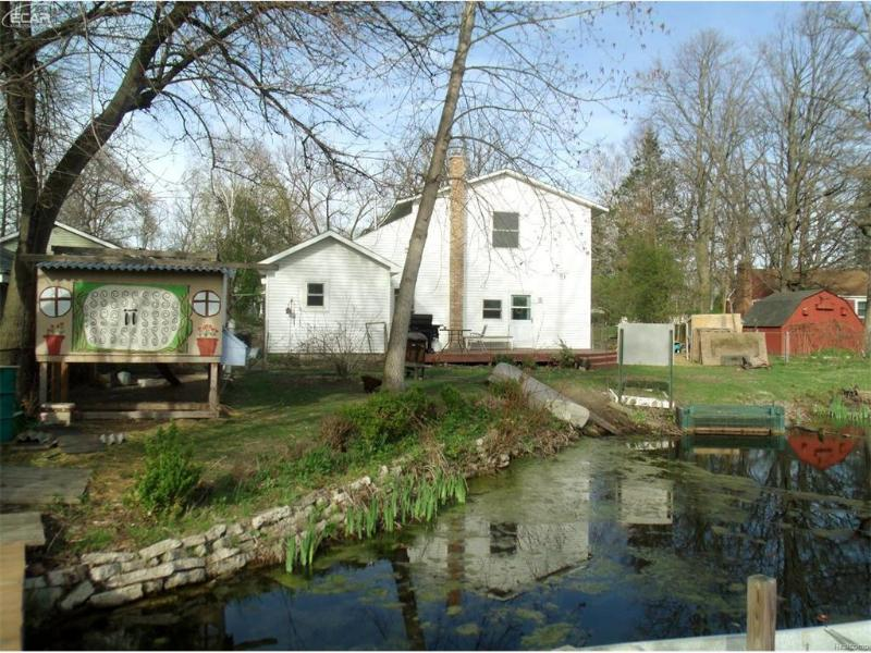 2211 Paulsen Drive Waterford Township, MI 48327 by Century 21 Metro Brokers $189,900