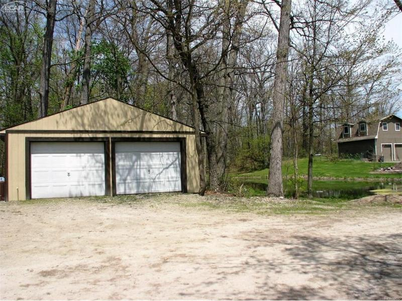 4705 Brookside Road Fenton, MI 48430 by Remax Grande $367,500