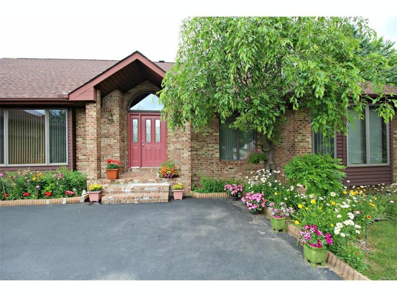 6475 Hickory Hollow Court Flint, MI 48532 by Lucy Ham Group Inc $219,900