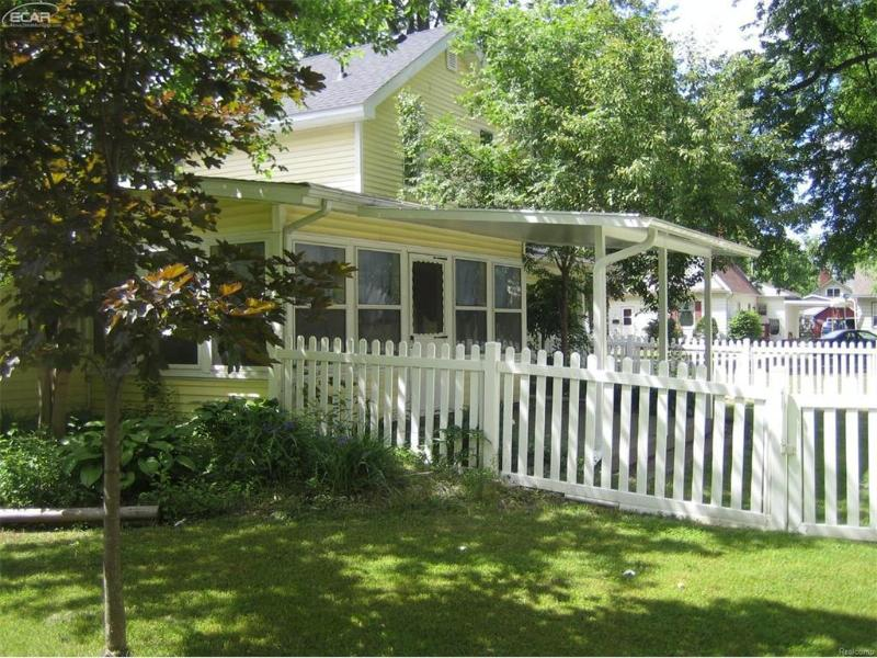 523  South St,  Chesaning, MI 48616 by Piper Realty Company $99,900