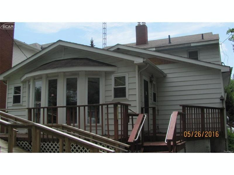 2308 Miller Road Flint, MI 48503 by Remax Grande $29,900