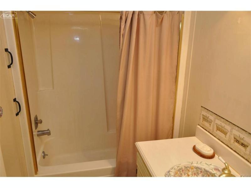 5316 Vineyard Lane Flushing, MI 48433 by Changingstreets.com $57,500