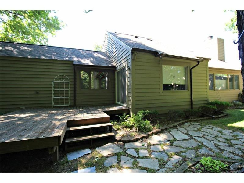 2412  Tanbark Oak Dr,  Flint, MI 48532 by Lucy Ham Group Inc $99,900