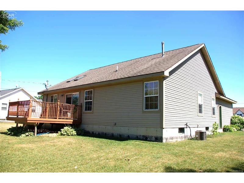 1496  Log Cabin,  Fenton, MI 48430 by Remax Select $169,900