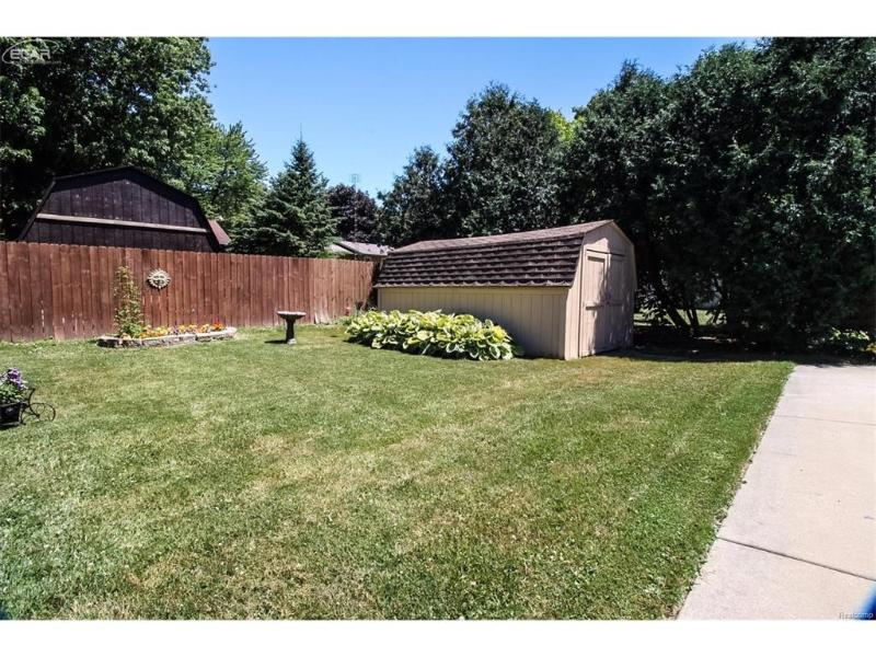 5318  Old Franklin Rd,  Grand Blanc, MI 48439 by Remax Select $148,000