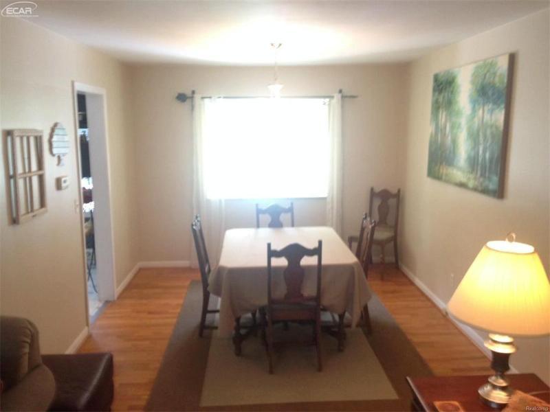 431  Oakwood Dr,  Flushing, MI 48433 by Century 21 Woodland Realty $139,900