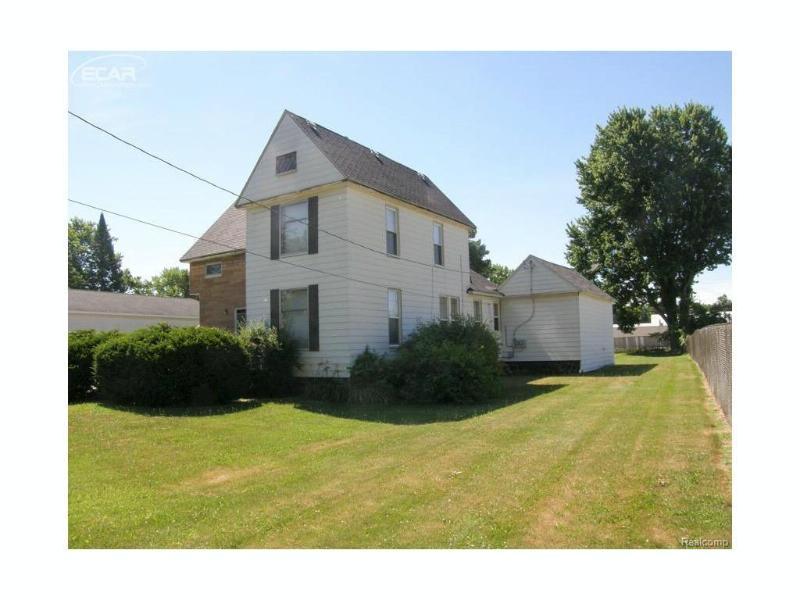 812  Sanderson St,  Saint Charles, MI 48655 by Remax Tri County $47,000