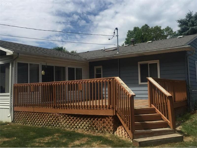 612  Autumn Dr,  Flushing, MI 48433 by Remax Town & Country $119,900